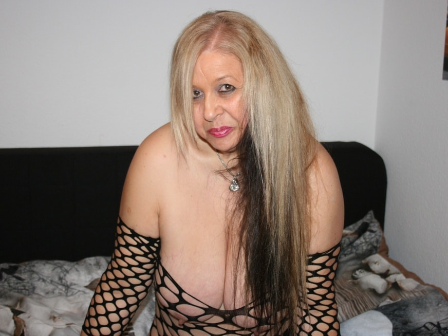 dicke oma beim nackt chatten via cam2cam